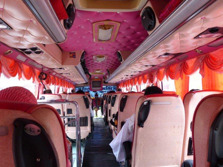 Interior autobús en Tailandia