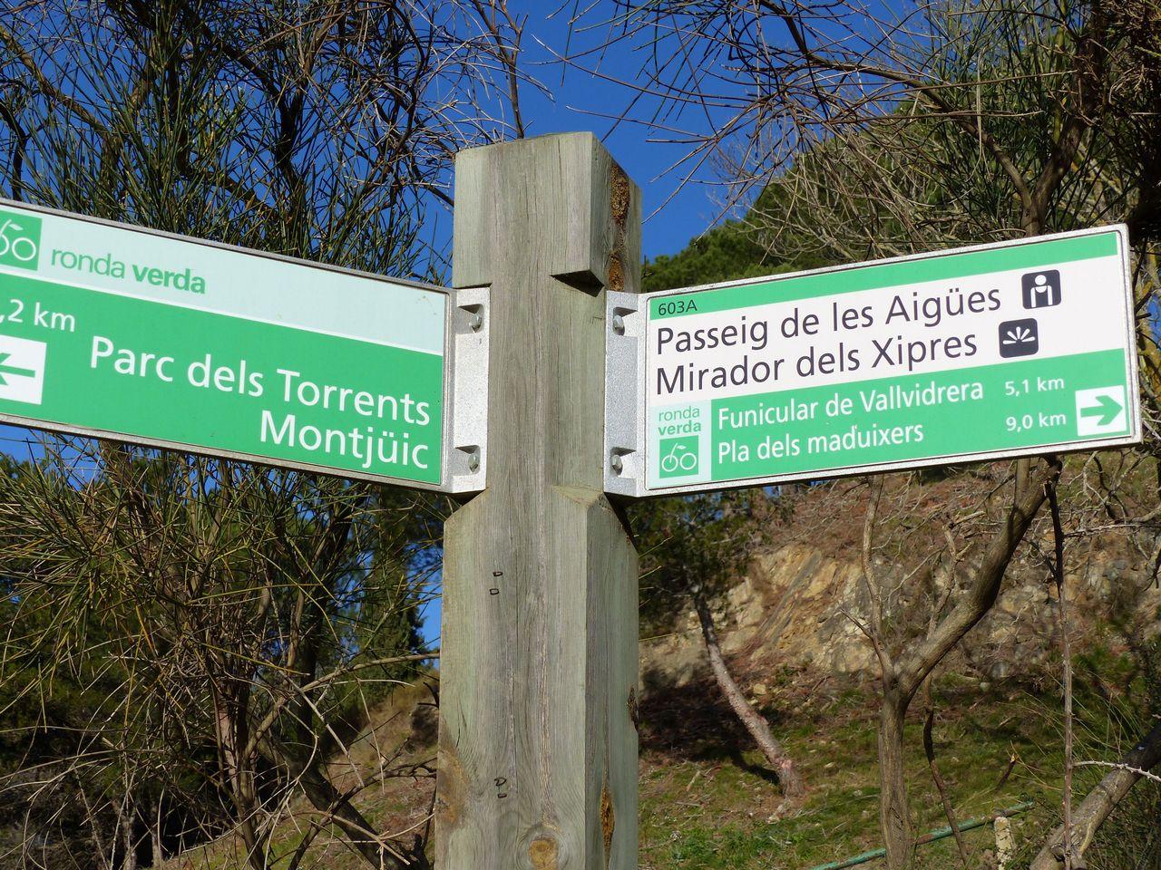 Desde elPla de les Maduixeres hastael Mirador dels Xiprers hay 9 kilómetros.